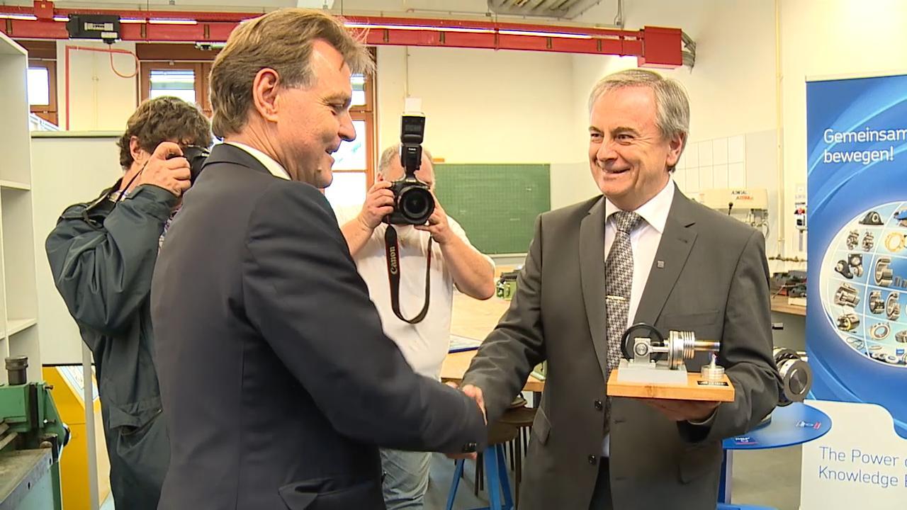 SKF übergibt der HTL einen Montagestern 2015